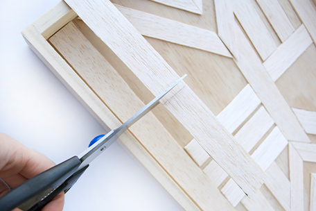 Cutting balsa strips to length